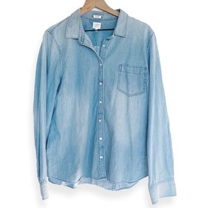 J. Crew • Light Wash Chambray Perfect Button Down